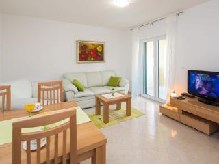sunny cosy getaway near Split, Podstrana