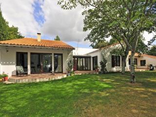 4 bedroom Villa in Talmont St Hilaire, Vendee Charente, France : ref 2226515, Talmont Saint Hilaire