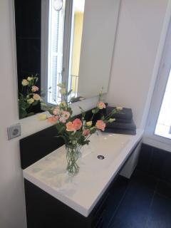 Separate shower room (1)