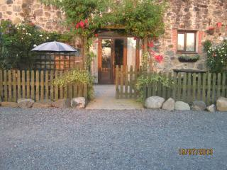 Hendy. stone built split level cottage
