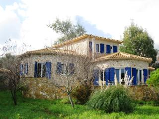 Sea Views - charming house overlooking the sea, Tragaki