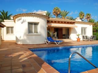 Moraira villa ronal, 6 persons, private pool, BBQ,