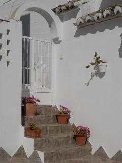 steps from pool patio to inner patio of cortijo