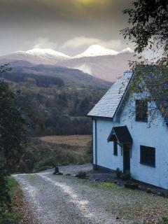 Stunning mountain views in a rural retreat, beautiful and cosy in Winter