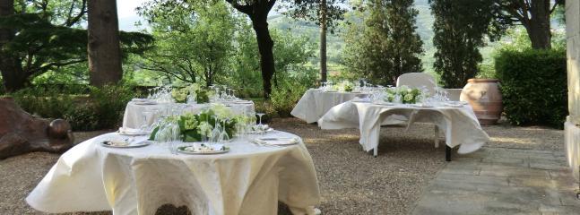 Pranzo di matrimonio in giardino