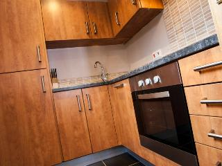 Fully equiped kitchen with fridge/freezer, microwave