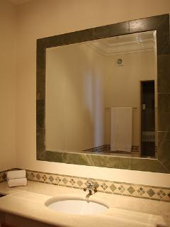 GUEST BATHROOM WITH TOILETTE AND SHOWER