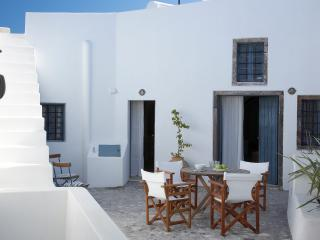 Spiti Stelios (sleeps 4 - 6 in 4 bedrooms), Pyrgos