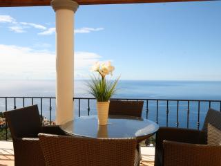 ENJOY WONDERFUL SUNSHINE AND SEA VIEWS FROM YOU BALCONY