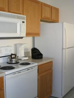 Fully fitted spacious kitchen with dishwasher, oven, microwave, toaster, coffeemaker, fridge freezer