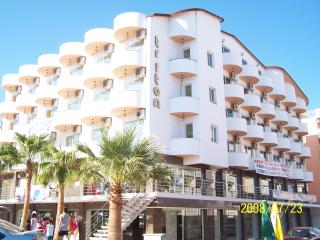 Triton Apartment, Altinkum