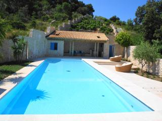 Luxury 5-BR Villa with Magnificient Gardens & Pool, Dubrovnik