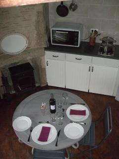 Well equipped kitchen, fireplace