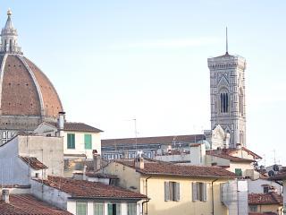 Elegant two-bedroom apartment at San Lorenzo marke, Florence