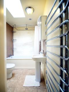 The Delderfield Suite, Bathroom with ceiling mounted DAB radio system.