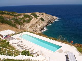 Clifftop Villa. Gorgeous luxury villa w/ large pool & views. 1km from tavernas!