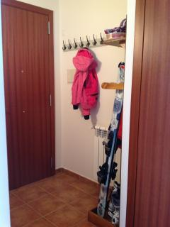 Entrance hallway - coat ski and snowboard rack .