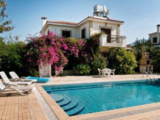 Villa χαρούπι, Kyrenia