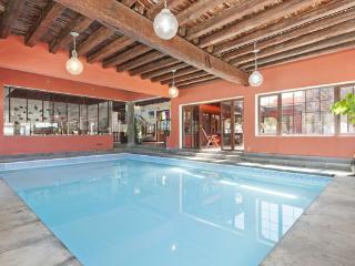 Luxury Villa  Haria Indoor Pool , wifi and Garden, Hembert