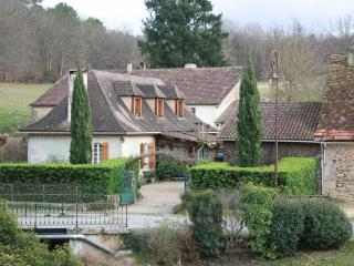 Oak-beamed House with Pool, 10 mins from Bergerac