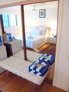 The Annexe - Mastersuite next to BBC - Sleeps 3 - 1 Queen and 1 Single w ensuite TV Bar Fridge