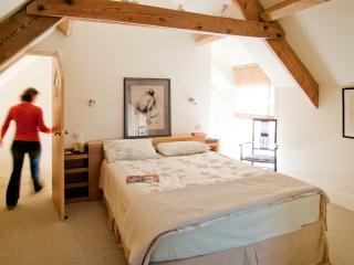 The master bedroom enjoys a king sized bed and is ensuite