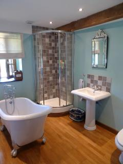 Bathroom shared by bedrooms 4 and 5