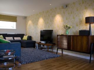The living room comfortably sits 7 and has a 42' tv with cinema surround sound