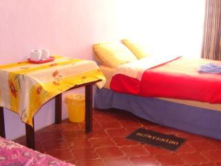 Cozy Bedroom with Private Bathroom All included, San Cristóbal de las Casas