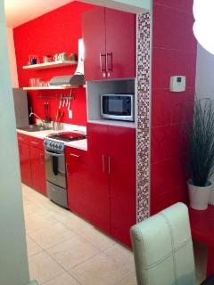 Nice red kitchen by Arq, Arturo Garza