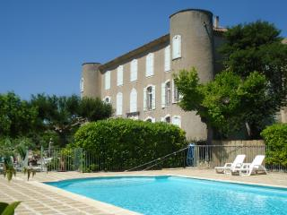 Chateau St Laurent du Verdon, Beautiful Apt in Historic 17th Century Chateau