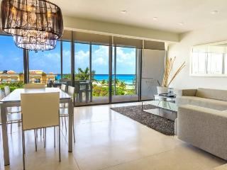 3 Bedroom Penthouse Unit with Ocean Views!, Playa del Carmen