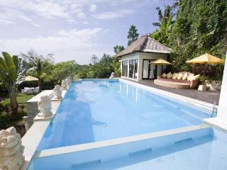 4BR Luxury Villa Jimbaran - Huge Private Pool, Kuta