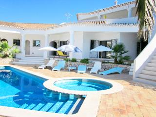 Villa Vista, 5 bedroom villa, stunning views, Private Pool, Meia Praia beach