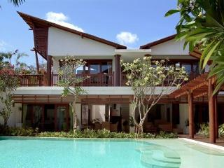 Luxurious 3BR Villa Casis 200m to Sanur Beach