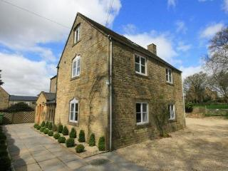 South Hill Farmhouse, Cotswolds. Superb house for a large get together., Stow-on-the-Wold