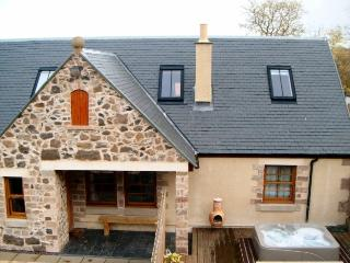 Rose Cottage with a Hot Tub, Linlithgow