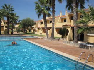Menorca Parc en Calan Bosch apartament y piscinas, Ciudadela