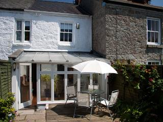 Three Blind Mice - pretty cottage with garden, Mousehole
