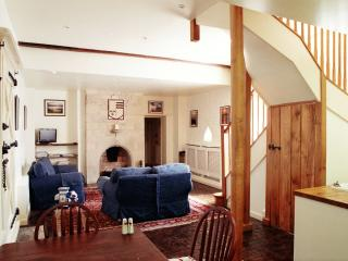 Near Rutland Water. A Pet Friendly 18th Century Cottage with a historical Past.