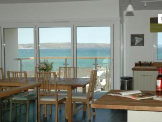 The kitchen / dining area and sea view