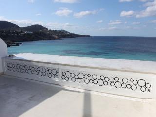 Aire acondicionado y terraza con vistas al mar, Cala Tarida