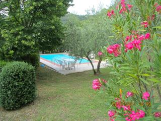 Tuscan hideaway: charming rural villa with pool and spectacular views, sleeps 4, Cortona