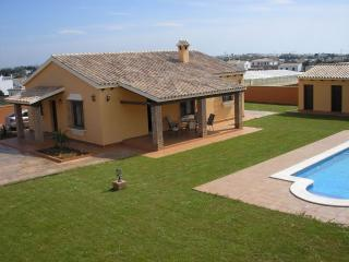 Conil, chalet independiente con piscina