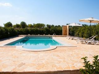 Trullo Bacco: Peaceful Countryside Trullo w Pool