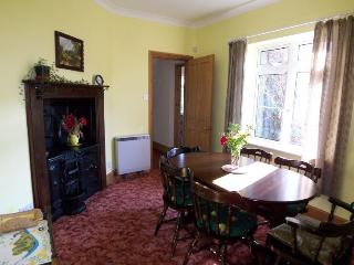 2 Henley Villas dining room