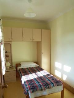 2 Henley Villas single bedroom