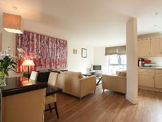 Stylish Apartment Cheltenham 5