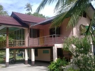 Pink house in quiet location, Taling Ngam