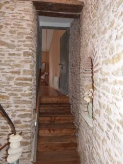 Joli escalier en pierres apparentes